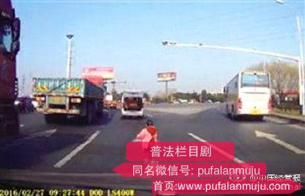 视频:江苏苏州吴江小面包车上掉小孩真相 女孩父母资料东太湖论坛原贴